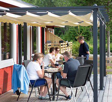 Servering på terrassen