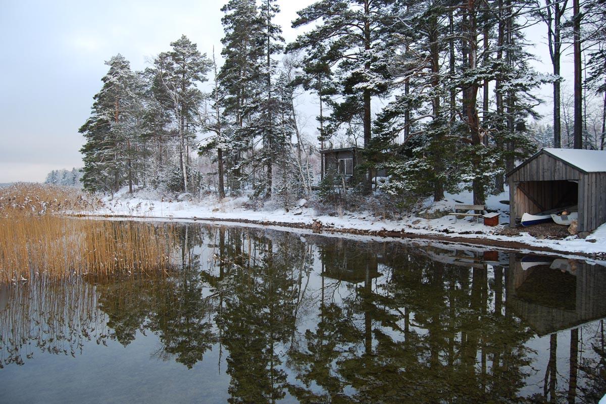 Winter at lakeside Hamgården